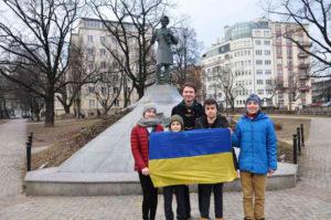 ▲ Біля пам'ятника Т. Шевченка зустрілися варшавські пластуни. Вони читали свої улюблені вірші Кобзаря. Фото з Фейсбука